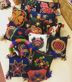 If you need a little something for your crafty friend... our choice would be a pin cushion diy embroidery kit. Hemslöjdbutiken i Landskrona har ett stort antal yllebroderikit för nåldynor. De innehåller allt man behöver tom stoppningsull för fyllning. Tänker att de är bästa presenten just nu. Från 110-240 kr. #broderidrömmar #broderi #nåldyna #hemslöjdensbutik