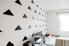 DIY Temporary Accent Wall for Renters // www.thelovelythings.com