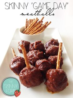 Skinny Game Day Meatballs - Serve up these tasty meatballs as an appetizer for Super Bowl or for dinner over some wild rice! A skinny take on a tailgating classic! Use sugar free apple butter! Tasty Meatballs, Crock Pot Meatballs, Appetizers For Party, Appetizer Recipes, Healthy Appetizers, Football Food, Game Day Food, Snacks, Sweet And Spicy