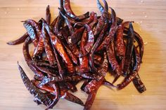 Make your own chili flakes. Chili, Dehydrated Food, Canning Recipes, Chutney, Preserves, Pickles, Spicy, Pork, Meat