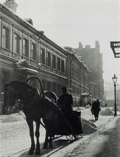 """firsttimeuser: """" Cabman, Moscow, 1926 by Alexander Rodchenko """" Types Of Photography, White Photography, Street Photography, Old Photos, Vintage Photos, Vintage Photographs, Aleksandr Rodchenko, Ukraine, Avant Garde Artists"""