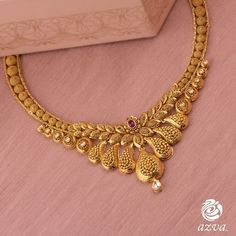 Check out these stunning bridal gold necklace designs for your wedding day. Bridal jewellery ideas and inspiration only at ShaadiWish. Indian Gold Necklace Designs, Simple Necklace Designs, Gold Ring Designs, Gold Bangles Design, Gold Earrings Designs, Gold Jewellery Design, Gold Set Design, Indian Jewelry Sets, Bridal Jewellery