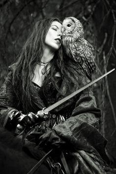 Owl. Eule. Iberisska. Kriegerinnen. Warrior. Mehr zu meinen Amazonen / More about my amazons: www.larasfedern.wordpress.com