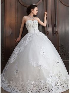 Ball Gown Sweetheart Crystal Lace-Up Brush Train Wedding Dress & modern Wedding Dresses
