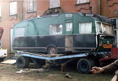 Stirling,caravan mounted on Searchlight trailer Converted Bus, Caravan Renovation, My Fantasy World, Vintage Caravans, Bus Coach, Airstream, Life Images, Ww2, Recreational Vehicles