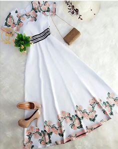 Vestidos flores So cute! Cute Fashion, Modest Fashion, Fashion Dresses, Womens Fashion, Fashion Gal, Modest Clothing, Fashion Killa, Clothing Ideas, Pretty Outfits