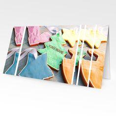 Format: 21 cm x 10,5 cm (geschlossen) 21 cm x 21 cm (offen) Material: 300g/m² Seidenmatt Die Weihnachtskarte mit etwas Besonderem Zu den wichtigsten Dingen in der Weihnachtszeit gehört es, die Zeit...