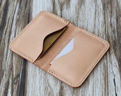 Personnalisés en cuir porte-cartes 110 / Bussiness carte affaire / carte porte-monnaie / Slim Wallet / Minimal en cuir pour femmes / Nature Tan par ExtraStudio sur Etsy https://www.etsy.com/fr/listing/233476251/personnalises-en-cuir-porte-cartes-110