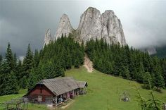 Lonely Rock Festival (escalada si highline) in Muntii Hasmas Cabins In The Woods, House In The Woods, Plitvice Lakes National Park, Mountain Living, Cabins And Cottages, Log Cabins, Tourist Places, Belleza Natural, Cool Photos