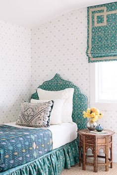 Love the scale of the multiple prints. Great headboard..and loove the colors in that quilt! Caitlin Moran Interiors Via San Fernando project