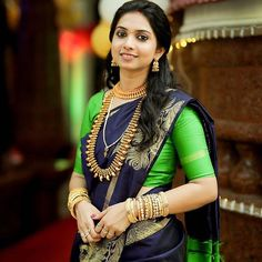 With a beautiful indigo silk sari paired with a simple green blouse and antique gold jewellery, this south indian bride knows how to rock the minimalistic look. South Indian Wedding Saree, Indian Bridal Sarees, Indian Silk Sarees, Soft Silk Sarees, South Indian Bride, Saree Wedding, Indian Weddings, Kerala Bride, Wedding Wear
