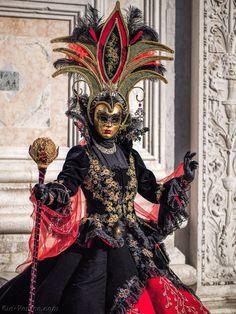 Venice Carnival Costumes, Mardi Gras Carnival, Mardi Gras Costumes, Carnival Of Venice, Carnival Masks, Venice Carnivale, Venice Mask, Costume Carnaval, Art Costume