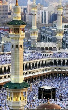 A beautiful click of Makkah from top. 😊 May Allah fulfill wish of every Muslim to visit once in a lifetime. Masjid Haram, Mecca Masjid, Mecca Wallpaper, Islamic Wallpaper, Islamic Images, Islamic Pictures, Islamic Art, Alhamdulillah, Medina Mosque