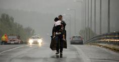 Tempestade e muita chuva próximo à fronteira da Grécia com a Macedônia, perto da aldeia grega de Idomeni.  Fotografia: Yannis Behrakis / Reuters.