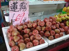 Wax Apples from Taiwan :: Fruits from a Taiwanese Street Vendor