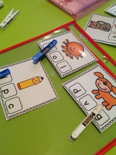 Teachable Moments: Initial and final sounds My preschoolers love to do games with clothespins. Literacy Work Stations, Education And Literacy, Early Literacy, Kindergarten Activities, Kindergarten Rocks, Kindergarten Reading, Teaching Reading, Reading Centers, Classroom Language