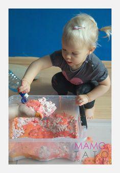 10-eksperymentow-dla-dzieci-musujacy-piasek