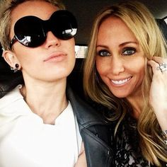 Miley and Tish Miley Cyrus, Round Sunglasses, Mens Sunglasses, Queen B, Androgynous, Sunnies, Short Hair Styles, Daughter, Face