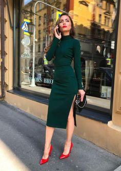 Outfits that look extraordinary are what every woman wants. These Stunning Outfits for Hourglass Body Shaped Women will tell you how to flaunt your curves. Classy Outfits, Fall Outfits, Casual Outfits, Fashion Outfits, Casual Attire, Summer Business Attire, Business Dresses, Business Attire For Women, Business Formal
