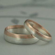 Moderno anillo de bodas de dos tonos redondeados por debblazer