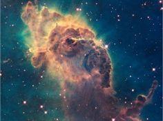 La nébuleuse de la Carène est une grande nébuleuse brillante qui englobe plusieurs amas ouverts d'étoiles. On y compte Eta Carinae et HD 9312A, deux des étoiles les plus massives et lumineuses de notre galaxie, la Voie lactée.