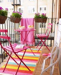 Oser le rose pour la déco du balcon | My Blog Deco Small Balcony Garden, Porch And Balcony, Small Patio, Balcony Ideas, Patio Ideas, Small Balconies, Porch Ideas, Small Bbq, Narrow Balcony
