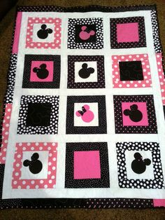 Minnie Mouse Patch Quilt by LannersQuilts on Etsy, $120.00