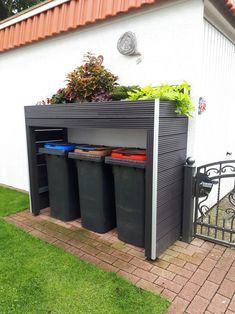 haus deko eingangsbereich aussen Garbage cans border with raised bed # house decoration entrance area outside Garbage cans Garbage cans border with raised bed # house Back Gardens, Small Gardens, Outdoor Gardens, Backyard Patio Designs, Backyard Landscaping, Backyard Ideas, Back Garden Design, Garden Organization, Backyard Makeover