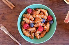 Ricetta Mini cornetti croccanti di sfoglia - - Buitoni Biscotti, Waffle, Sweet Recipes, Almond, Breakfast, Food, Morning Coffee, Eten, Waffles