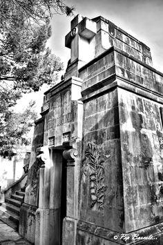 Panteón familiar (3), cementerio parroquial de Sa Vileta (Palma de Mallorca) Blanco y negro + proceso HDR.