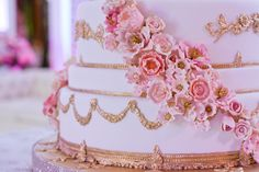 Details of a Magnificent 11 tier cake by The Caketress in a luxurious Dubai wedding. Arranged by: Carousel. @Filmatography