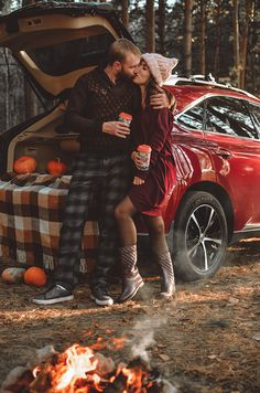 Fall Couple Photos, Fall Pictures, Fall Photos, Couple Pictures, Couple Photography Poses, Autumn Photography, Love Store, Relationship Goals Pictures, Couple Relationship