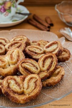 Cinnamon Butterflies – Delicious crispy puff pastry that you … – gebak – Cake Dutch Recipes, Sweet Recipes, Baking Recipes, Cookie Recipes, High Tea, Different Recipes, Food Inspiration, Cupcake Cakes, Good Food