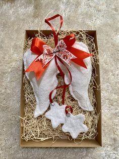 Handmade - Ručne šité anjelské krídla, cca 20cm veľké + stuha. Celá výška 45cm. Amart design Christmas Stockings, Christmas Ornaments, Angel Wings, Gift Wrapping, Holiday Decor, Red, Handmade, Gifts, Home Decor