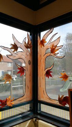 Herfstboom op raam (basis van boom).