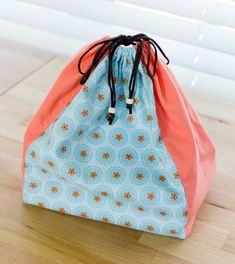 Sewing Bags U-Pick Sewing Tutorial Success - my cute drawstring bag! Dress Sewing Tutorials, Sewing Blogs, Sewing Projects, Sewing Ideas, Sewing Tips, Sewing Crafts, Drawstring Bag Tutorials, Drawstring Bags, Clutch Bag Pattern