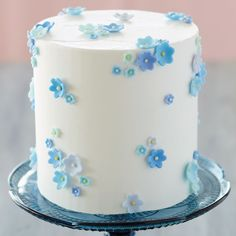 This Scattered Floral Cake is blossoming with beautiful blue flowers. Made with various shades of fondant, this spring-themed cake would be a lovely treat for Easter, Mother's Day or even a baby or wedding shower. Cake Decorating Designs, Wilton Cake Decorating, Cake Decorating Techniques, Pretty Birthday Cakes, Pretty Cakes, Beautiful Cakes, You're Beautiful, Winter Wonderland Cake, Spring Cake
