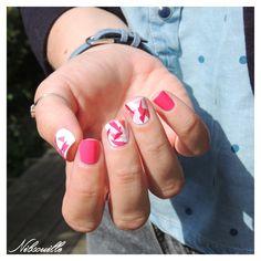 Nail art rose.