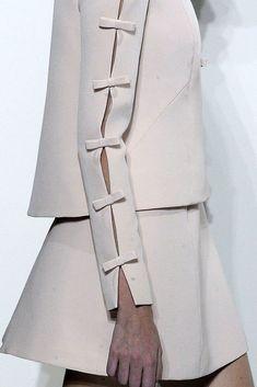 Valentino Fall 2010 Couture Fashion Show Couture Mode, Couture Fashion, Runway Fashion, Fashion Show, Couture Details, Fashion Details, Fashion Design, Moda Fashion, Womens Fashion
