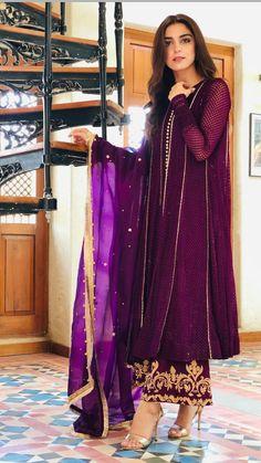 Pakistani Fashion Party Wear, Pakistani Bridal Dresses, Pakistani Dress Design, Pakistani Outfits, Indian Outfits, Indian Fashion, Kurti Designs Pakistani, Shadi Dresses, Pakistani Formal Dresses