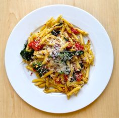 Penne pasta with tomatoes, spinach, and bacon