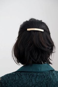 - DETAILS - SIZING & CARE A sleek bar barrette to keep your tresses in place. Perfect for a romantic or classy touch. - Gold-plated alloy FIT - One Size CARE - Keep barrette dry at all times, always avoid contact with chemicals.