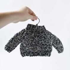 Черно-белый свитер