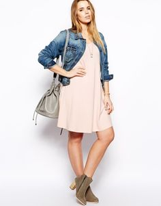On voit la vie en rose, avec une jolie robe grande taille patineuse ! #ASOSCurve