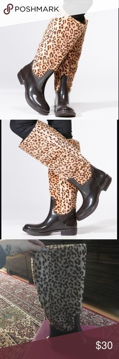 😍Leopard Print Rain Boots😍 Go for an out of the ordinary look when you wear this fun pair of rain boots. They feature leopard print faux fur, partial glossy rubber material and faux fur interior. Pair them up with any outfit of your choice for the upcoming rainy days.  -heel approx. 1 inches Bamboo Shoes Winter & Rain Boots