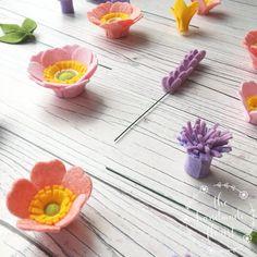 PDF tutorial: DIY felt flowers - Blushing Anemone Wreath (no sew! Flower Crafts, Diy Flowers, Fabric Flowers, Paper Flowers, Flower Ideas, Felt Flower Template, Felt Flower Tutorial, Bow Tutorial, Wreath Tutorial