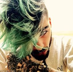 Zayn Malik's New Haircut Has a New Hair Color Zayn Malik News, Zayn News, Zayn Malik Style, Zayn Mallik, Niall Horan, Demi Lovato, Zayn Malik Hairstyle, Man Bun, New Haircuts