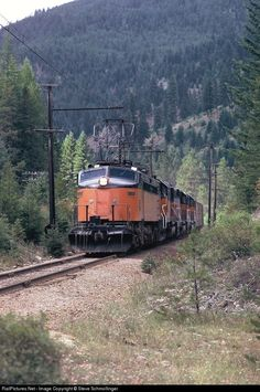Net Photo: MILW Milwaukee Road GE at Unknown, Montana by Steve Schmollinger Road Train, Train Car, Location Map, Photo Location, Railroad Pictures, Milwaukee Road, Light Rail, Beautiful Forest, Rolling Stock