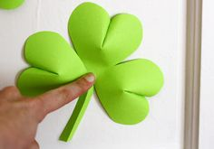 Easy St. Patrick's Day decorations DIY.  Really simple to make!!!