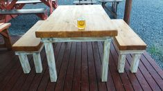 Re-cycled pallet wood table & benches